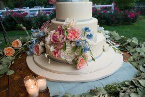 elegant wedding-cake vineyard wedding-cake summer wedding