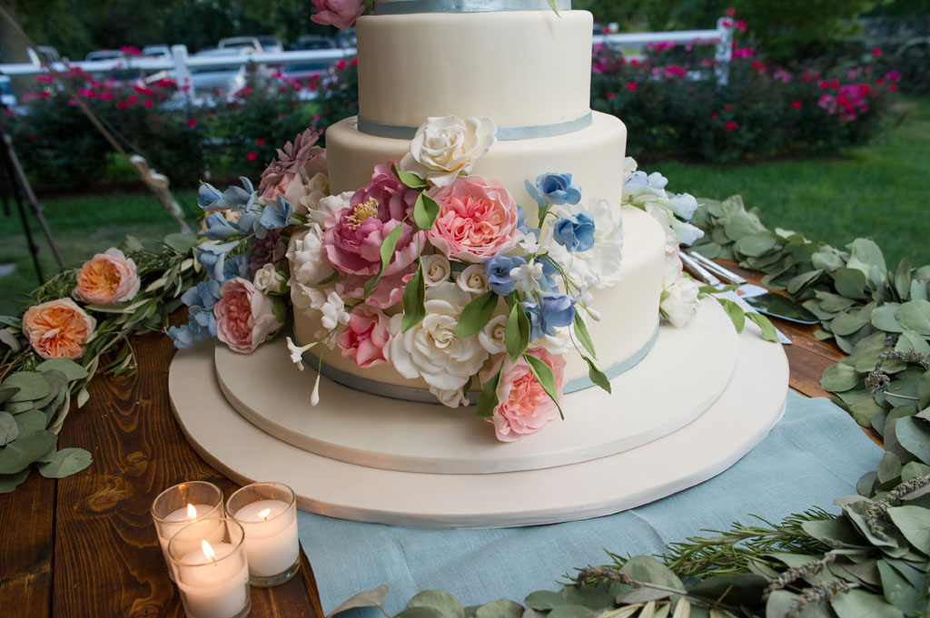 elegant wedding-cake vineyard wedding-cake summer wedding