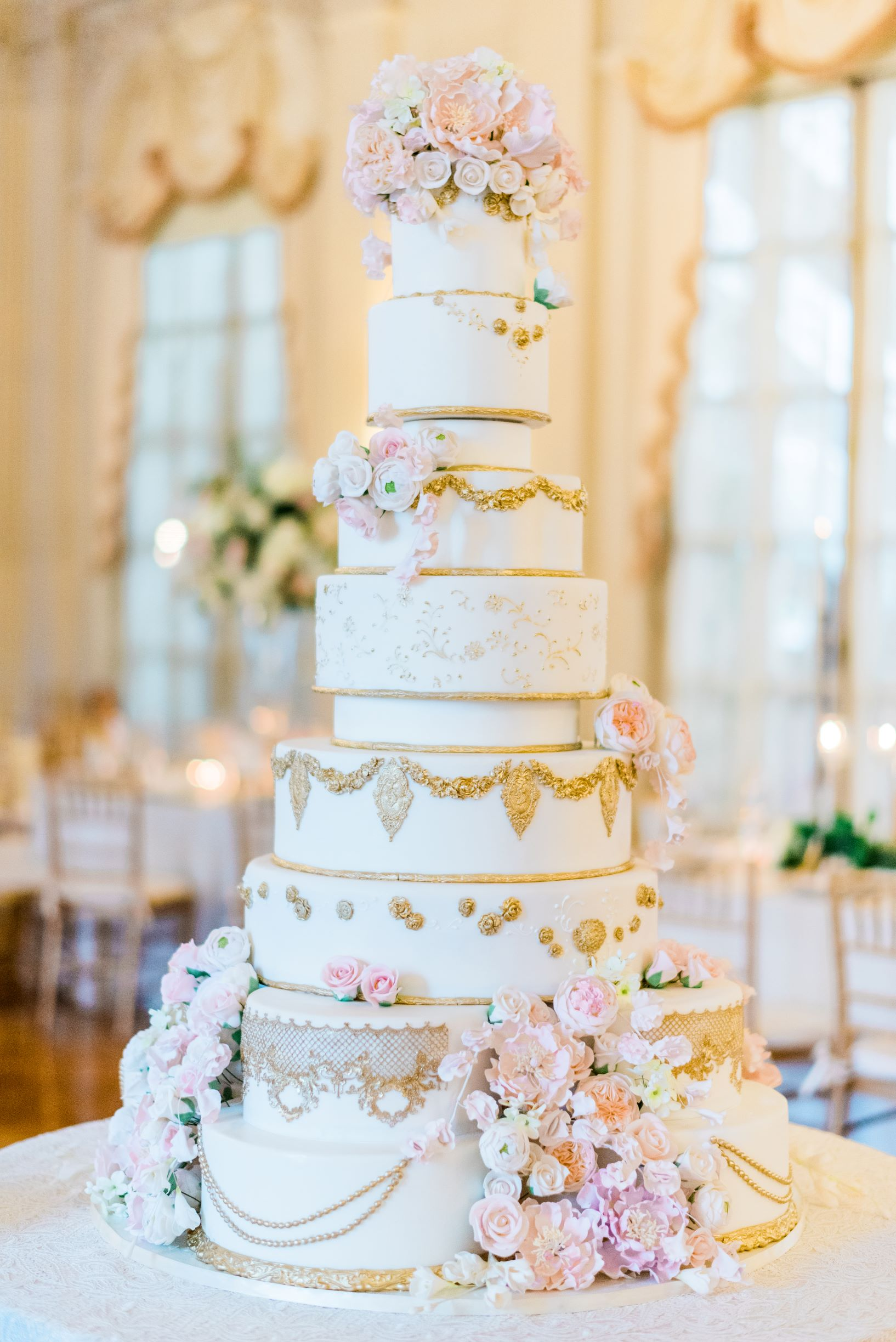 Rosecliff mansion luxury wedding cake