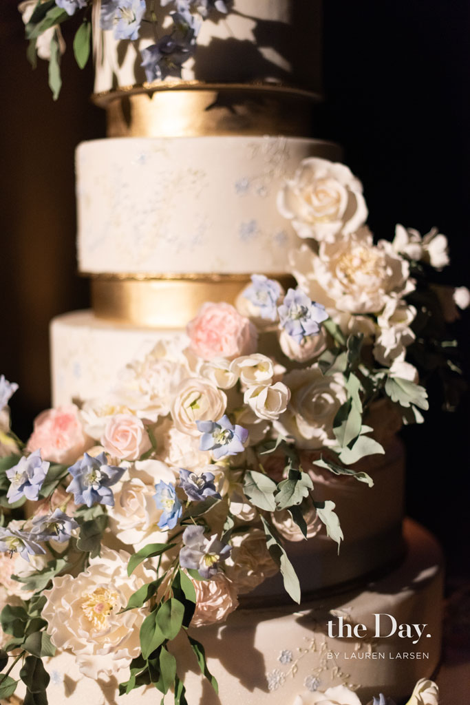 Stunning new york wedding cake