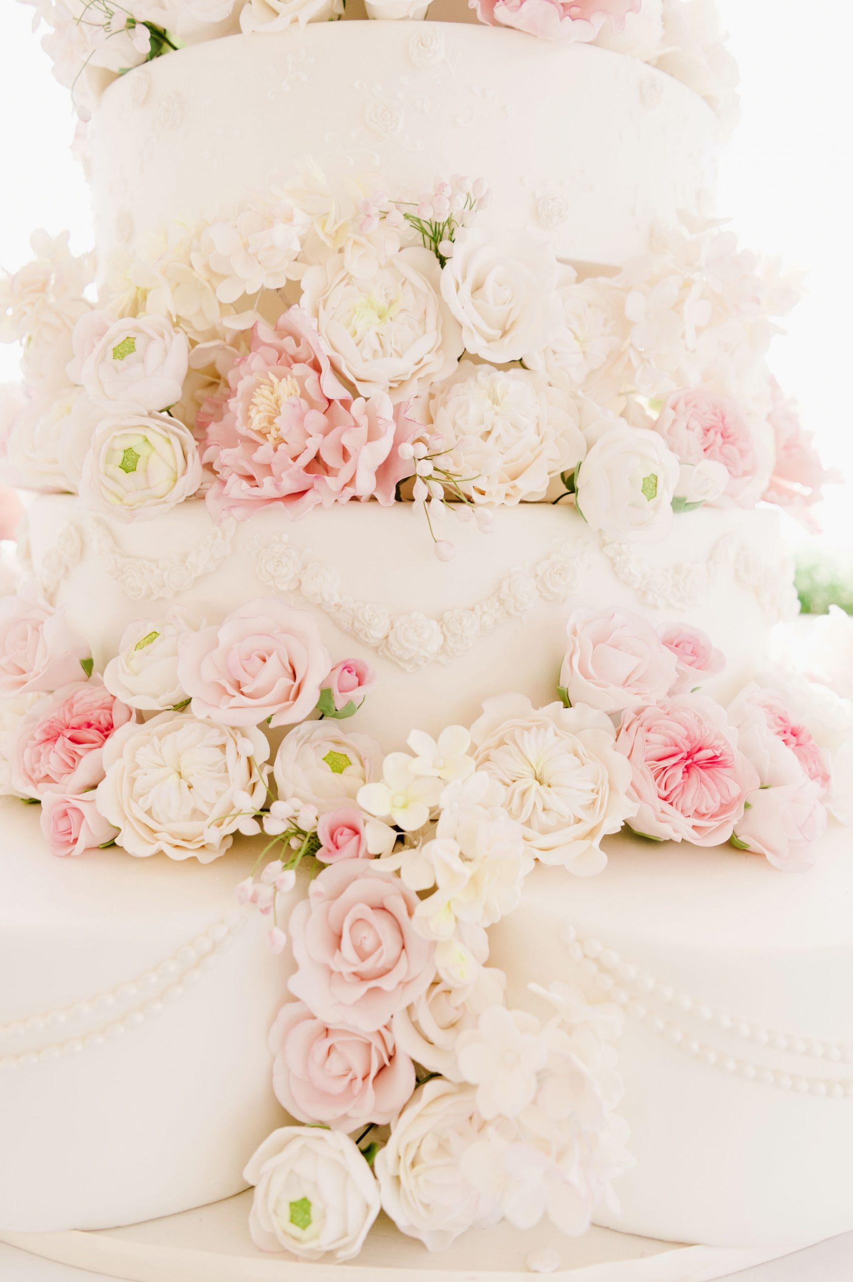 Elegant wedding cake flowers
